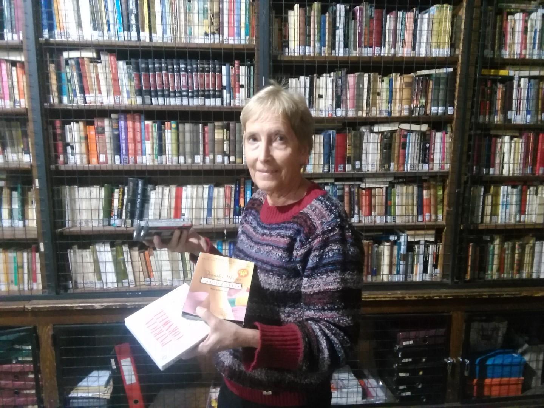 Silvia Martini está a cargo de la Biblioteca Parlante, con casi 400 obras